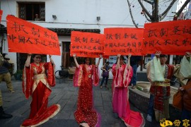 中国人狂热过圣诞,全世界人民都笑了!