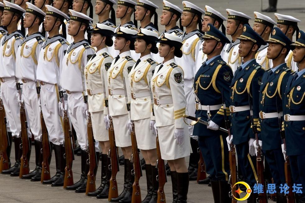 三军仪仗队女兵引记者争相拍照-这才是军中之花啊第8张-菜鸟分享