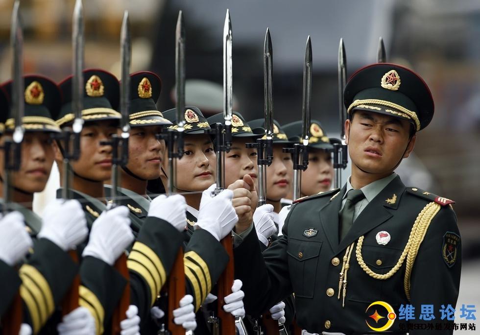 三军仪仗队女兵引记者争相拍照-这才是军中之花啊第10张-菜鸟分享
