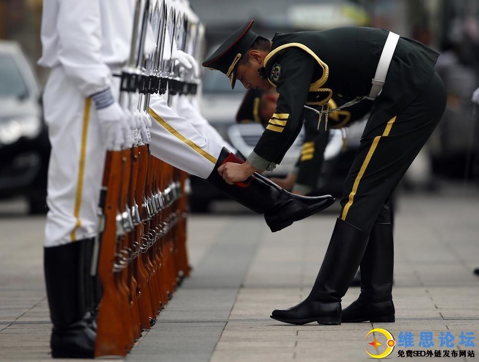 三军仪仗队女兵引记者争相拍照-这才是军中之花啊第11张-菜鸟分享